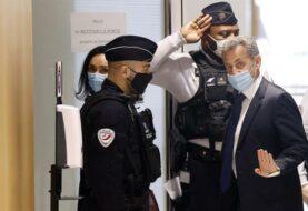 Expresidente Sarkozy es encarcelado a tres años
