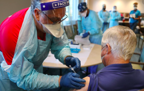 Miami pone en marcha el primer centro federal de vacunación contra el Covid-19