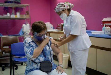 Empresas privadas de Venezuela buscan importar vacunas contra la covid-19