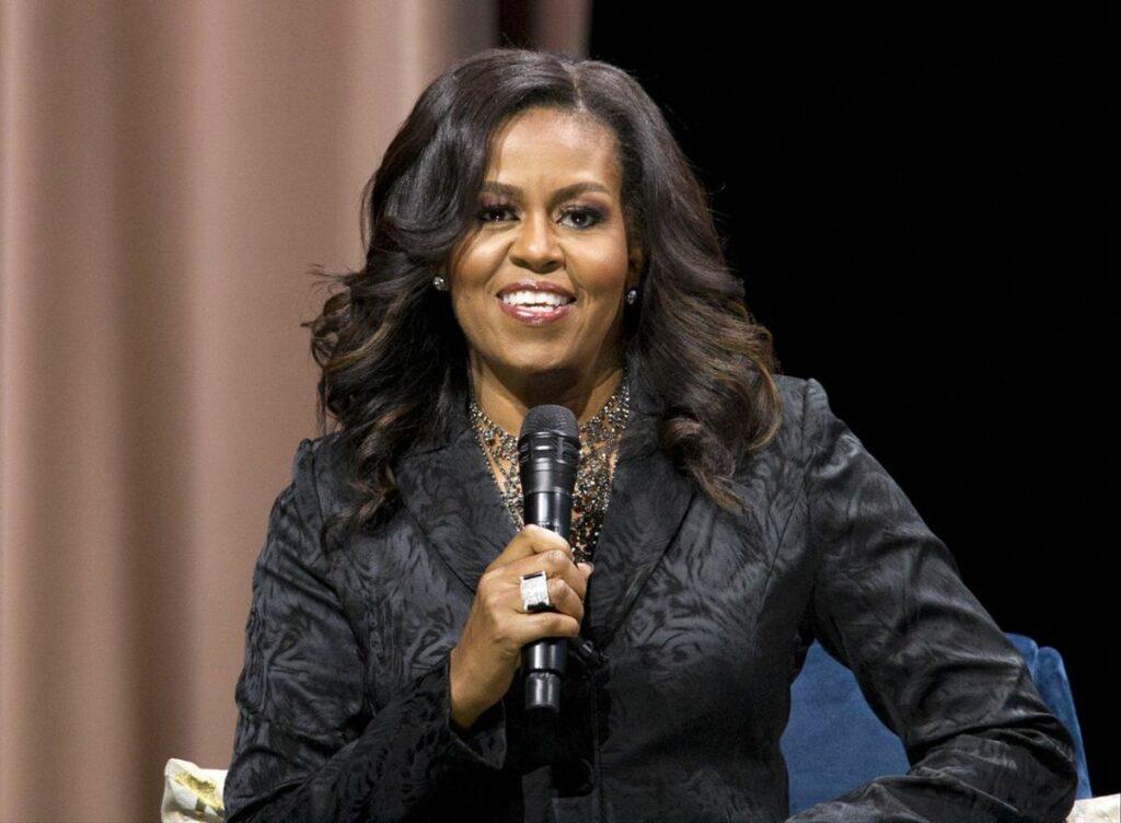 """Michelle Obama reza para que haya """"perdón"""" en la corona"""