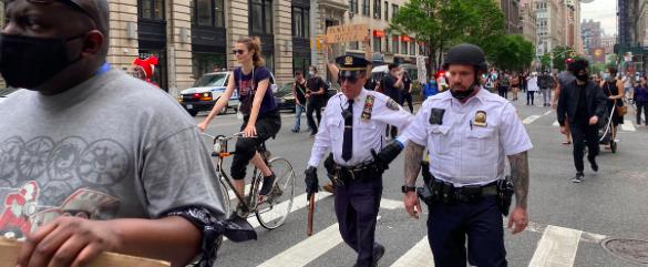 """Nueva York anuncia plan para reformar las """"prácticas racistas"""" de la policía"""
