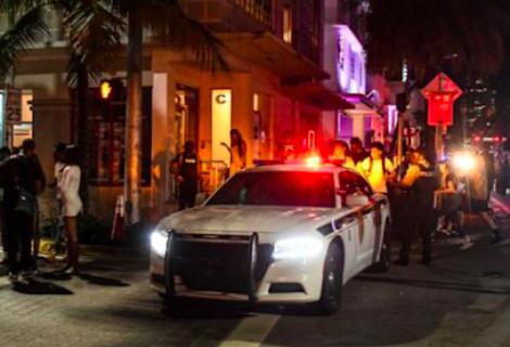 Arrestan en Miami Beach a turistas acusados de violar a mujer hallada muerta