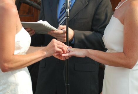 Vaticano aclara que no bendece uniones entre homosexuales
