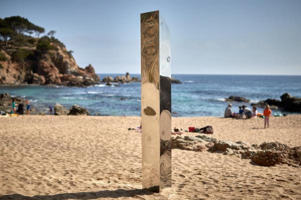 Aparece en España un monolito metálico similar al hallado en desierto de Utah