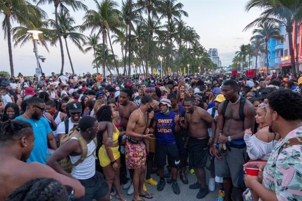 Miami Beach en alerta ante un nuevo fin de semana de multitudes