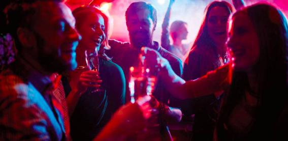 3.000 personas abarrotan una discoteca de Liverpool en una prueba piloto