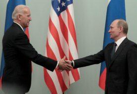 """Biden reclama a Putin """"rebajar la tensión"""" con Ucrania"""
