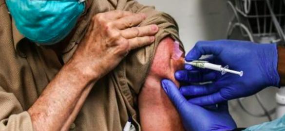 Congresistas piden a Florida facilitar acceso a vacunas anticovid a los indocumentados