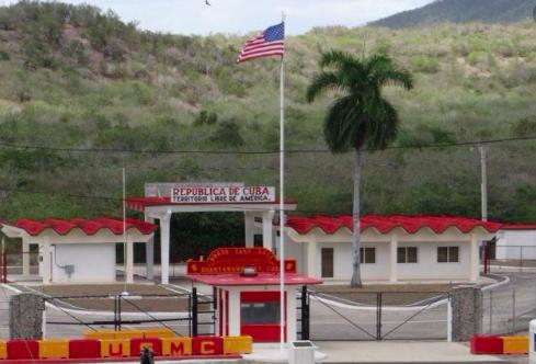 Proponen que cubanos puedan hacer trámites consulares en base de EEUU en Cuba