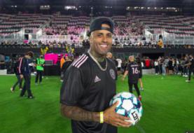 Estrellas latinas brillan como futbolistas en el estadio de Beckham en Miami