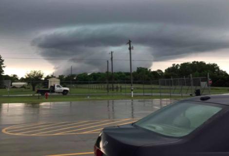 Tres muertos por tormentas y tornados en el sur de EEUU