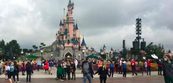 Disneyland reabre sus puertas tras más de un año cerrado en California