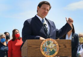 Gobernador de Florida recibe demanda por ley anti-protestas