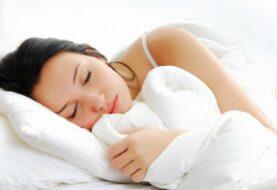 Dormir menos de seis horas puede generar demencia