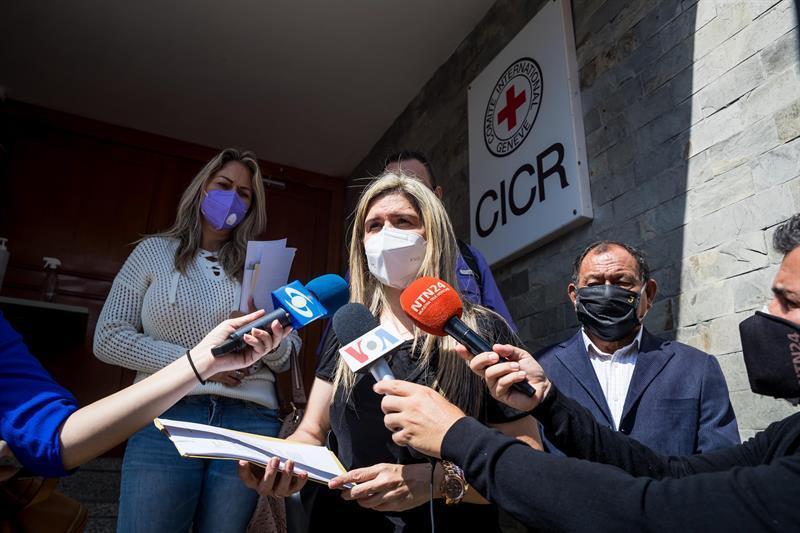 Esposa de preso político en Venezuela reclama que sea liberado