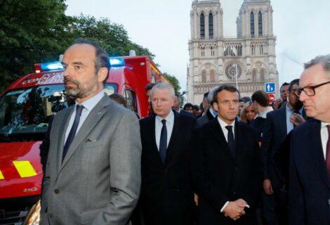 Macron promete reconstrucción de Notre Dame para 2024