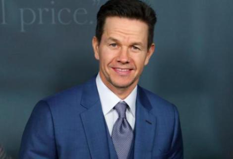 Actor Mark Wahlberg se une de sorpresa a una clase en gimnasio de Florida