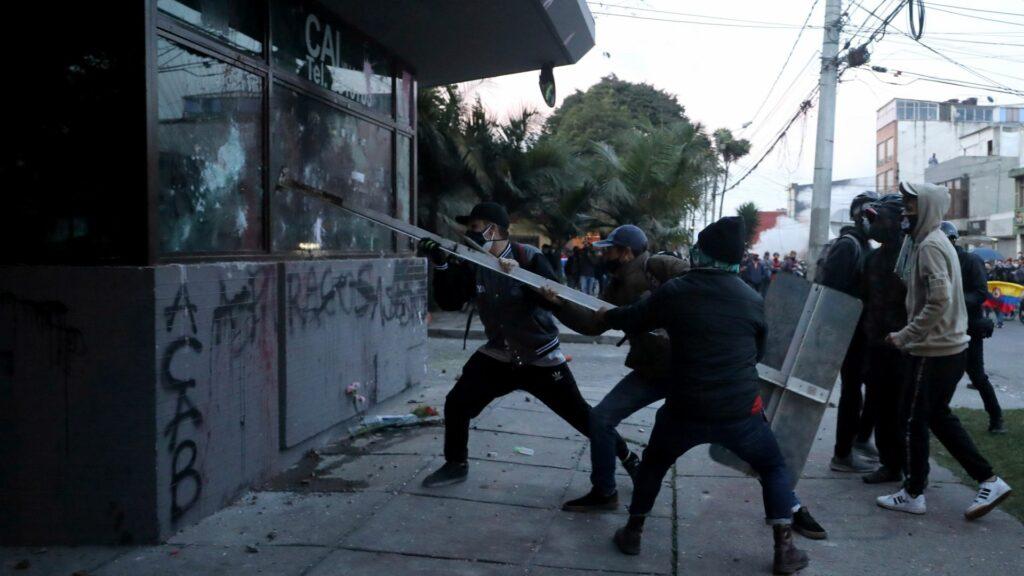 Exgobernantes condenan a Maduro por violencia en Colombia