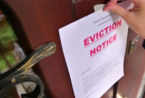 Agentes inmobilarios de Florida demandan a los CDC por moratoria de desalojos