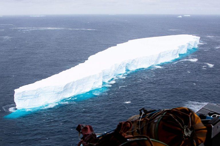 Iceberg más grande del mundo se desprende de la Antártida