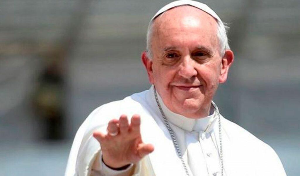Papa criticó con los curas que bendicen armas