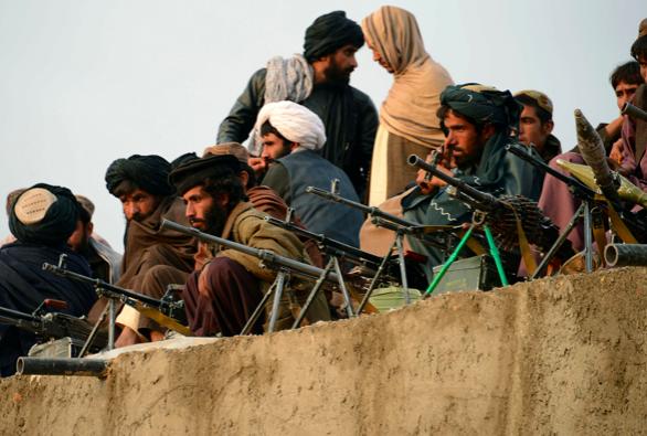 Talibanes lanzan ataques con 20 muertos tras el inicio de la retirada de EEUU