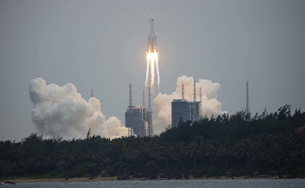 Cohete chino sin control y el mundo esta pendiente