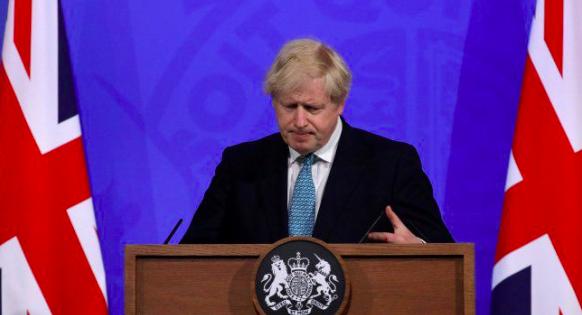 Johnson alerta de que la variante india amenaza la desescalada en Reino Unido