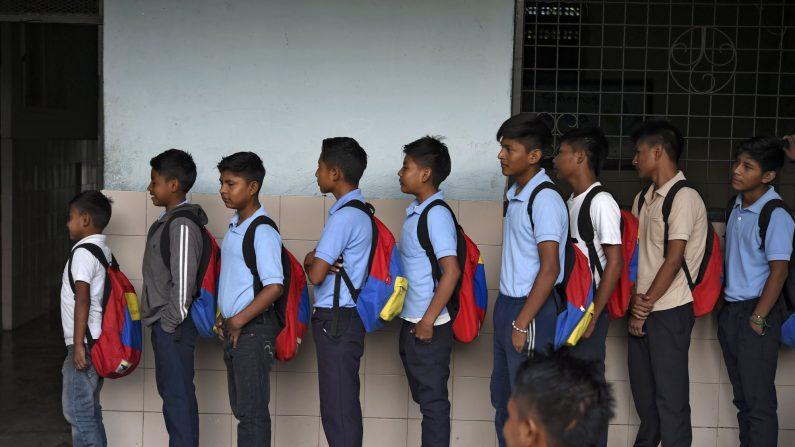 Maduro prevé la vuelta a clases en octubre