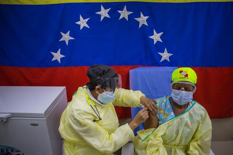 Maduro espera la vacunación masiva en agosto