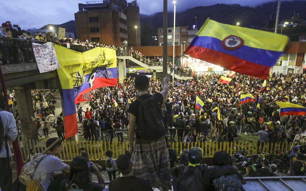 Al menos 59 homicidios en un mes de protestas en Colombia