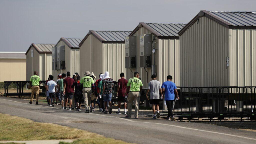 EEUU cierra dos centros de inmigrantes por maltratos