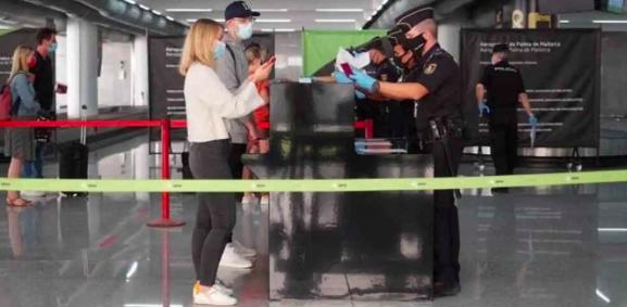 UE abre sus fronteras a los viajeros completamente vacunados