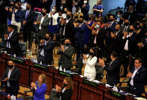 """SIP denuncia el """"grave ataque a la democracia"""" en El Salvador"""