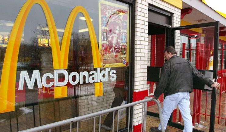 McDonald's sube salarios en EEUU