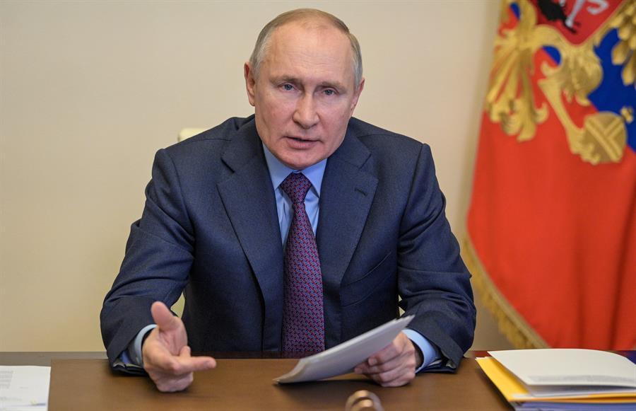 Putin dice que tiene anticuerpos y anima a los rusos a vacunarse