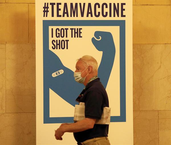 Nueva York extiende programa piloto de vacunas en el metro de la ciudad
