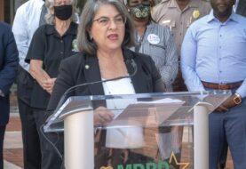 "Alcaldesa de Miami tilda de ""vergonzosos"" los tiroteos"