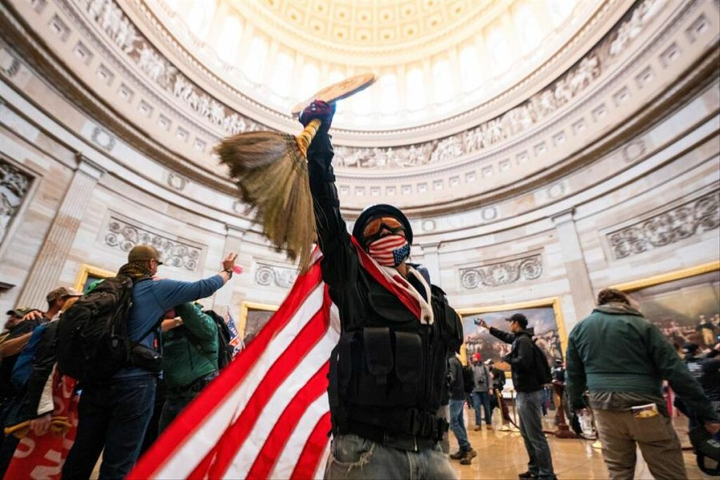 Demócratas y republicanos investigaran del asalto al Capitolio