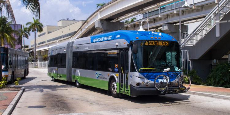 Miami-Dade restablece cobro de transporte público