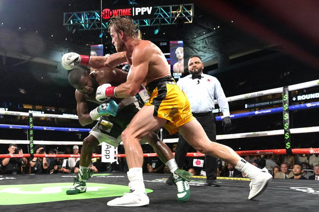 Mayweather dominó a Paul en la pelea