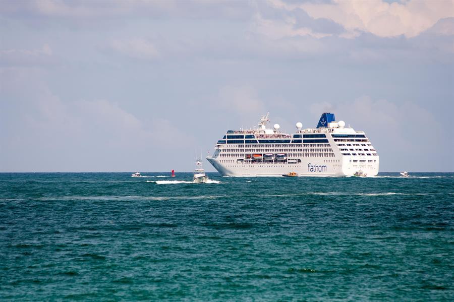Florida cuestiona exigencia de vacunación para cruceros
