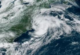 Claudette avanza con viento y lluvia hacia el Atlántico