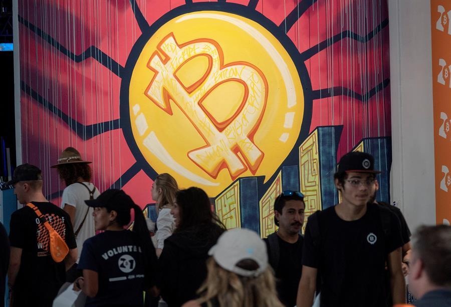 Asistentes a la Conferencia Bitcoin en Miami dan positivo