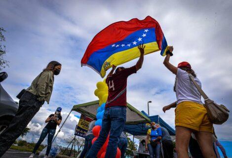 Venezolanos piden apoyo para ciudadanía por TPS