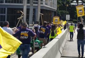 Trabajadores de limpieza de Miami protestan por mejoras