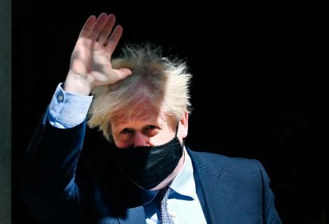 Johnson es criticado por viajar en un jet privado y no en tren