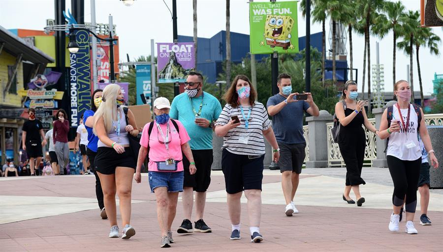 Disney restablece el uso de mascarillas en sus parques