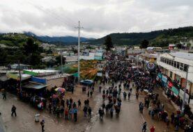 En Guatemala bloquean carreteras y piden renuncia del presidente