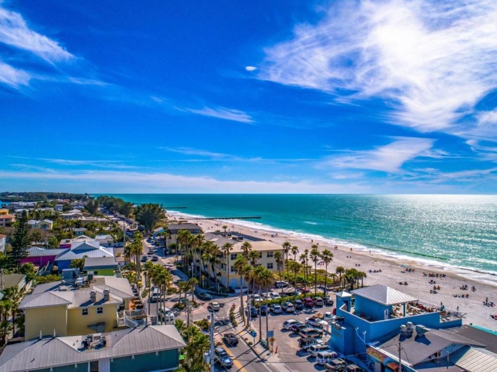 Edificio es evacuado por grietas en una playa de Florida